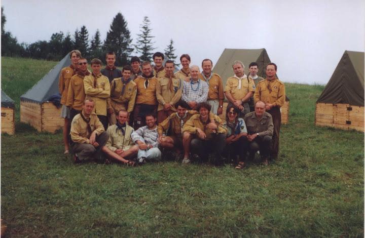 Účastníci 1. ročníka SELŠ. Táborisko Petruška (Vyšný Slavkov), 2000.